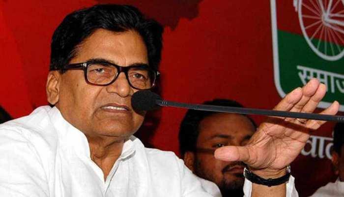 बदायूं: धर्मेंद्र यादव ने किया नामांकन, रामगोपाल बोले, 'इम्पोर्टेड है BJP की प्रत्याशी'
