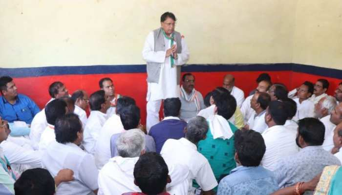 मध्य प्रदेश: कांग्रेस मंत्री का विवादित बयान, कहा - 'बूथ जिताओ, नौकरी पाओ'