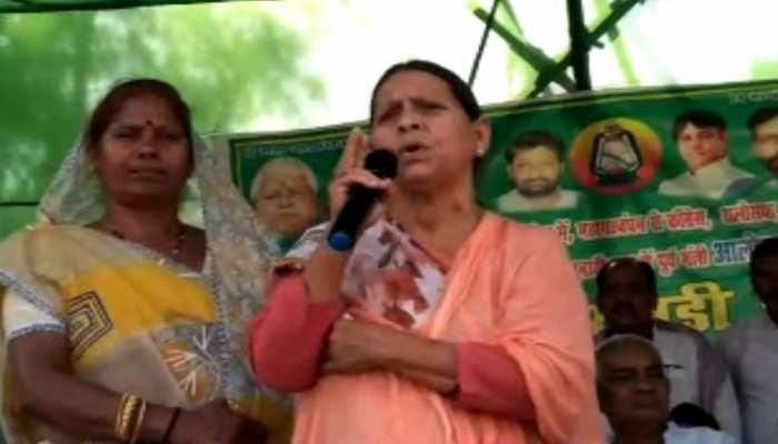 राबड़ी देवी ने गिरिराज सिंह पर कसा तंज, कहा- 'नवादा छोड़ कर भाग गए'
