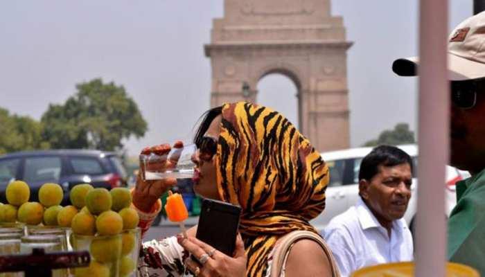 दिल्ली में गर्म रही सुबह, धूल भरी आंधी और हल्की बारिश का अनुमान