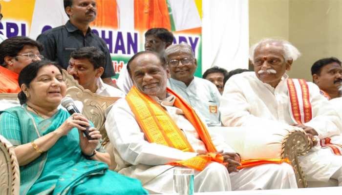 आतंकवाद मुद्दा नहीं तो राहुल गांधी को SPG सुरक्षा छोड़ देनी चाहिए: सुषमा स्वराज