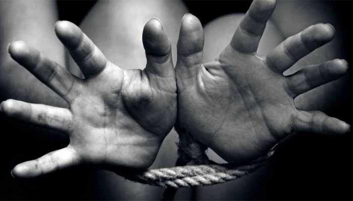 बाल तस्करीः बेटी बताकर घर में 2 बच्चियों को कैद किए बैठे थे दंपत्ति, पुलिस ने कराया रेस्क्यू