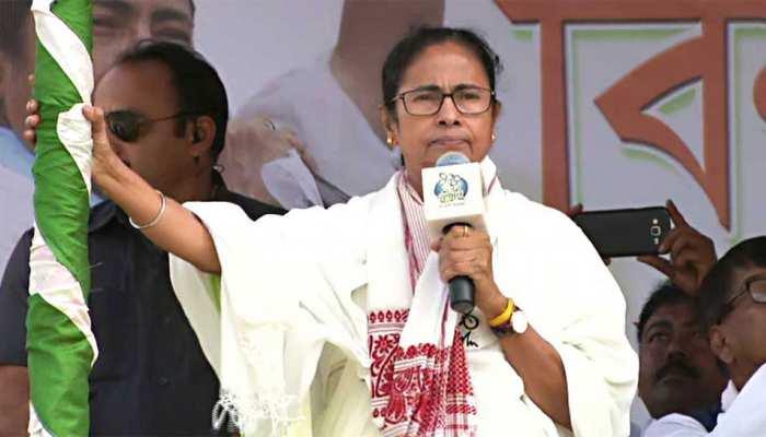 IPS अधिकारियों के ट्रांसफर से ममता नाराज, चुनाव आयोग को पत्र लिख कर जताया विरोध