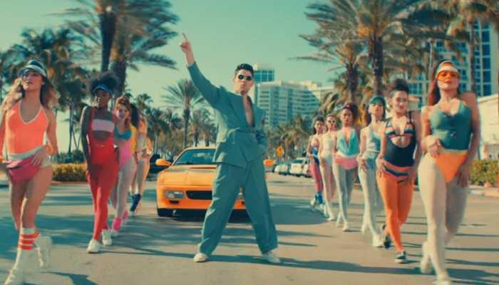 गोविंदा के गाने पर निक जोनस का डांस सोशल मीडिया पर मचा रहा धमाल, वायरल हो रहा VIDEO