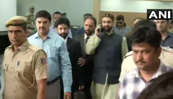 दिल्ली में NIA ऑफिस पहुंचे अलगाववादी नेता मीरवाइज, टेरर फंडिंग केस में होगी पूछताछ