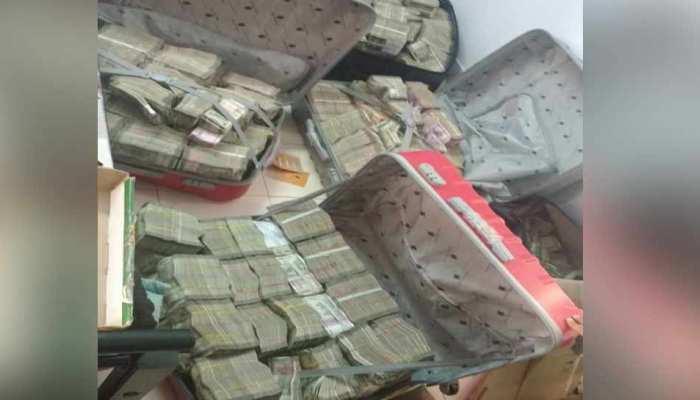मप्र में आयकर की छापेमारी में 281 करोड़ के कैश रैकेट का पर्दाफाश, 14.6 करोड़ नकद बरामद