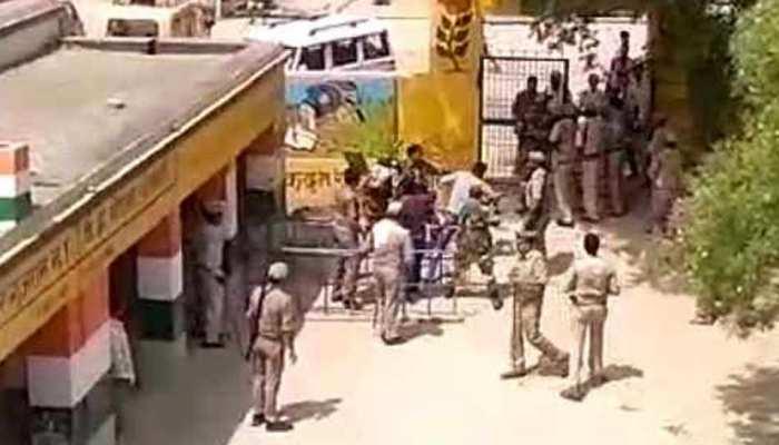 कैराना: बिना वोटर ID के जबरन मतदान करने पहुंची थी भीड़, BSF ने की फायरिंग
