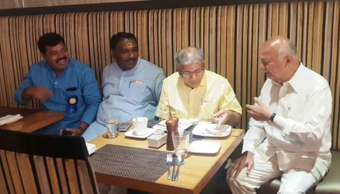 इस वजह से चुनावी रण में उतरे हैं आम्बेडकर के पोते, सुशील कुमार शिंदे के सामने किया खुलासा