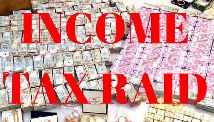 'स्पेशल 26' की तर्ज पर इनकम टैक्स ऑफिसर बनकर घर में घुसे बदमाश, लूट ले गए 48 लाख रुपये