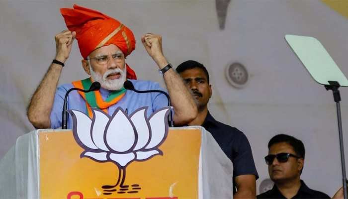 कोरबा में PM मोदी ने साधा कांग्रेस पर निशाना, बोले- 'नक्सलियों के साथ है कांग्रेस का हाथ'