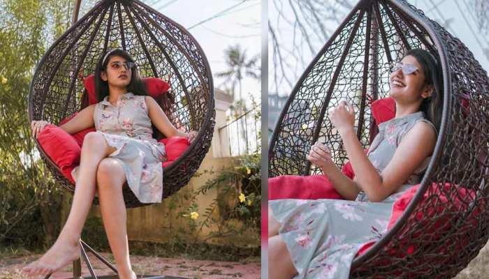 Viral हुआ प्रिया प्रकाश वारियर का समर लुक, क्यूट स्माइल के फैंस हुए दीवाने