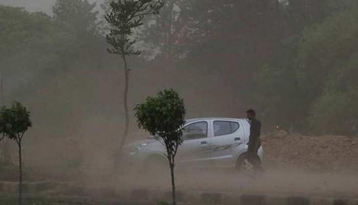 देशभर में आंधी-तूफान से गई 39 लोगों की जान, PM  मोदी की रैली के लिए लगाए गए टेंट उड़े