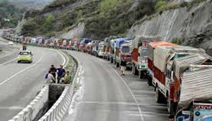 पुलवामा आतंकी हमले के बाद जम्मू-कश्मीर राजमार्ग पर नागरिक यातायात को मिली मंजूरी