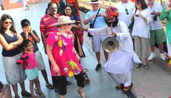 जयपुर: ऑफ सीजन के बावजूद 'पैलेस ऑन व्हील्स' में उमड़ी पर्यटकों की भीड़