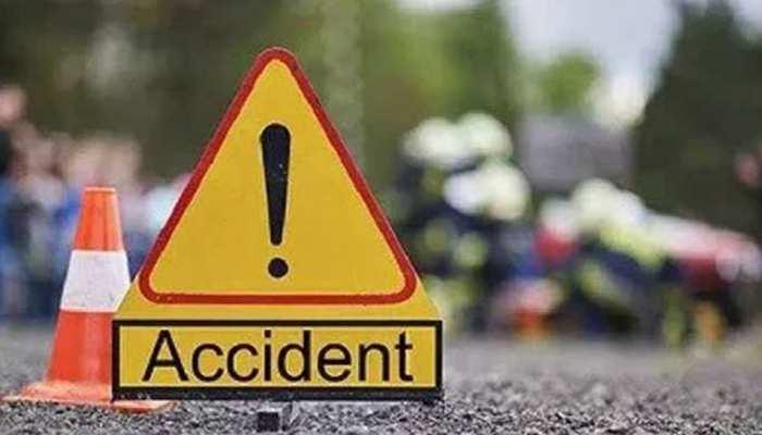 दर्दनाक हादसा: गड्ढे में जा गिरा तेज रफ्तार बाराती वाहन, छह लोगों की मौत, 15 घायल