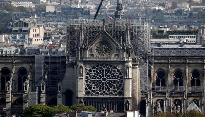 पेरिस: आग से तबाह हुए नोट्रे-डेम चर्च में सलामत बचे सभी चित्रों को हटाया जाएगा