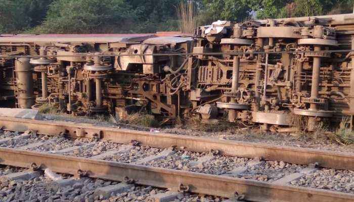 कानपुर: CRS मुंबई करेंगे पूर्वा एक्सप्रेस रेल हादसे की जांच, डाउन लाइन क्लियर