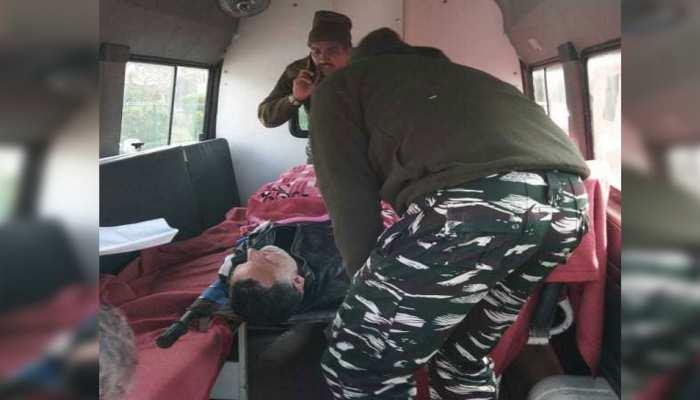 श्रीनगर: वोटिंग के दौरान चुनाव अधिकारी को पड़ा हार्ट अटैक, CRPF जवान ने मुंह से सांस देकर बचाई जान
