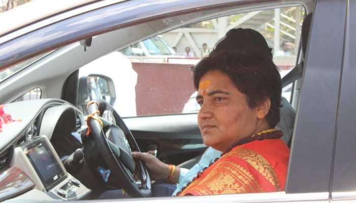 मौन धारण कर साध्वी प्रज्ञा ने भरा नामांकन... अड़चनों को देखते हुए BJP ने तैयार किया प्लान B