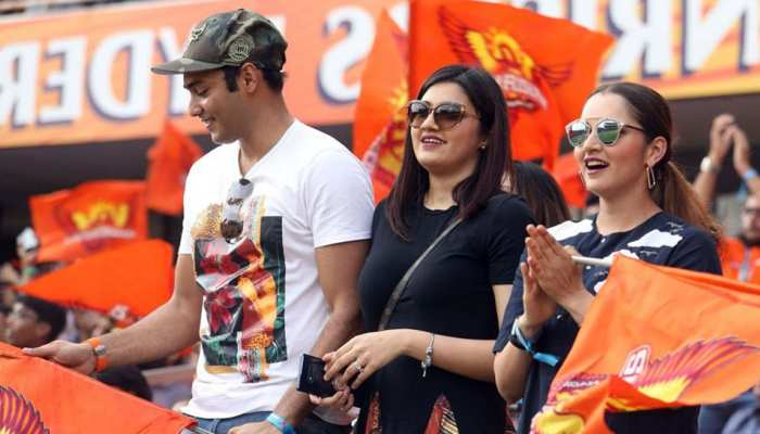 anam mirza who sister of sania mirza spotted with Asad Azharuddin at hyderabad stadium in ipl 2019