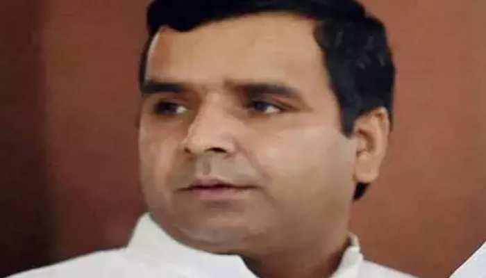 स्वामी प्रसाद मौर्य को छापेमारी से पहले ही प्रशासन ने कर दिया था अलर्ट: धर्मेन्द्र यादव
