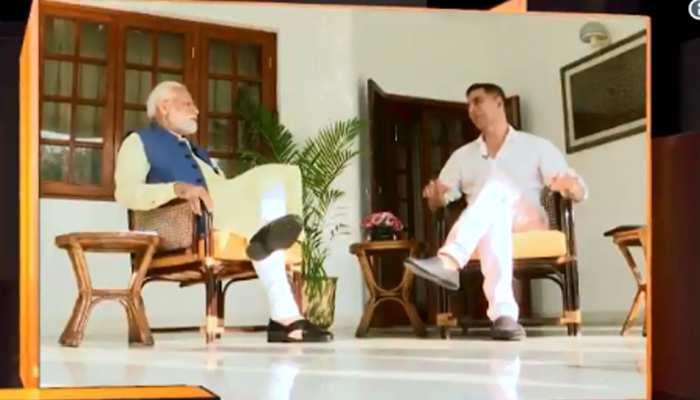 VIDEO: पीएम मोदी से अक्षय कुमार ने पूछा 'आम खाते हैं?', मिला ये मजेदार जवाब!
