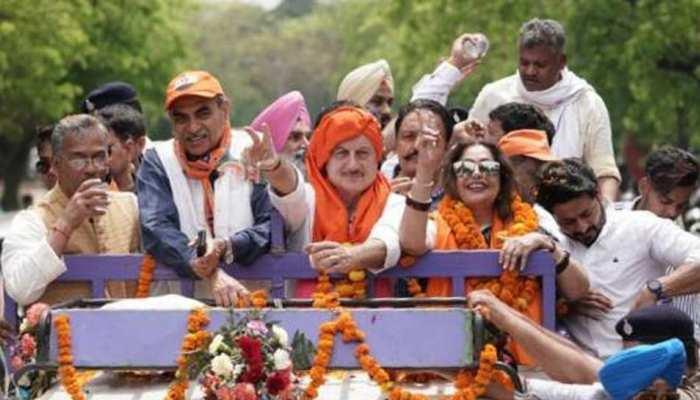 किरण खेर ने चंडीगढ़ सीट के लिए नामांकन भरा, रैली में नजर आए पति अनुपम खेर