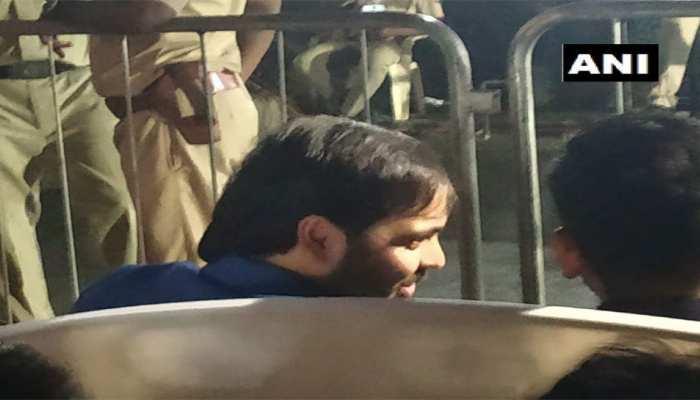 PM मोदी की रैली में पहुंचे अनंत, पिता मुकेश अंबानी कर चुके हैं कांग्रेस प्रत्याशी देवड़ा का समर्थन