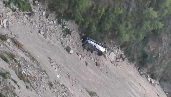 हिमाचल प्रदेश के चंबा में बस खाई में गिरी, 12 की मौत