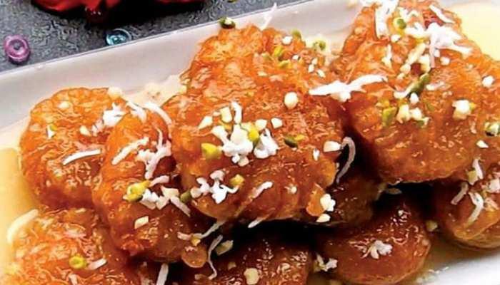 Recipe: घर पर लें बंगाली गोकुल पीठे का स्वाद, मुंह में घोल देगा मिठास