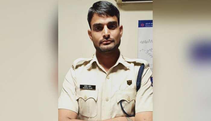 दिल्ली मेट्रो स्टेशन पर पकड़ा गया फर्जी सीआरपीएफ जवान, हुआ गिरफ्तार