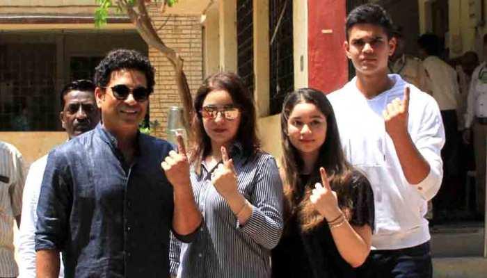 अर्जुन और सारा तेंदुलकर ने किया मतदान डेब्यू, सचिन भी पत्नी अंजलि संग पहुंचे