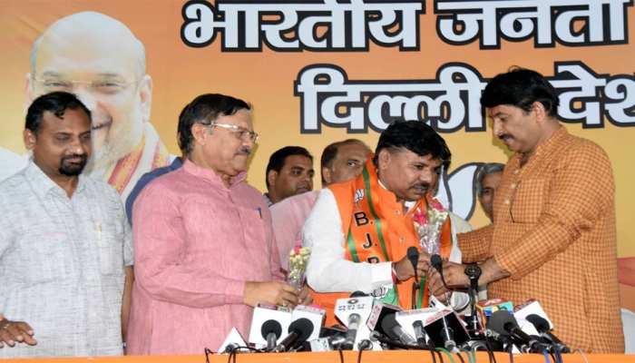 दिल्ली: पूर्व कांग्रेस विधायक भीष्म शर्मा बीजेपी में हुए शामिल
