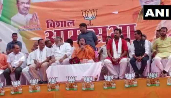 उमा भारती का कांग्रेस पर हमला,'सम्मान पाने के लिए फिरोज ने अपने नाम में जोड़ा गांधी'