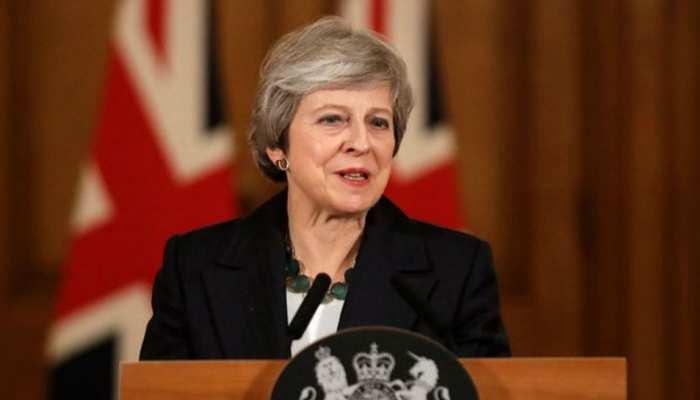 ब्रिटेन की प्रधानमंत्री टेरेसा मे ने रक्षा मंत्री को किया बर्खास्त
