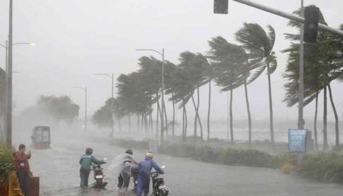 ओडिशा के पुरी तट से 450KM दूर है चक्रवात 'फोनी', 8 लाख लोगों को सुरक्षित जगह ले जाया जा रहा