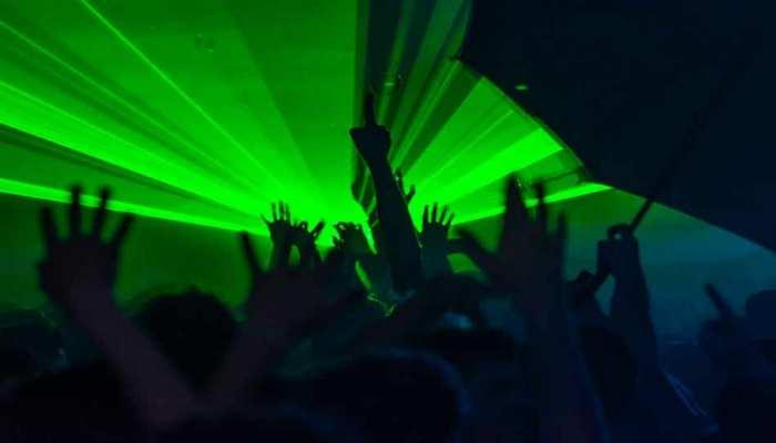 DJ के शोर के बीच फॉर्म हाउस में चल रही थी रेव पार्टी, अचानक पहुंची पुलिस और फिर...