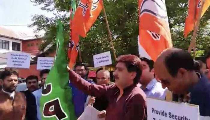 बीजेपी नेता की हत्या के खिलाफ कश्मीर में प्रदर्शन