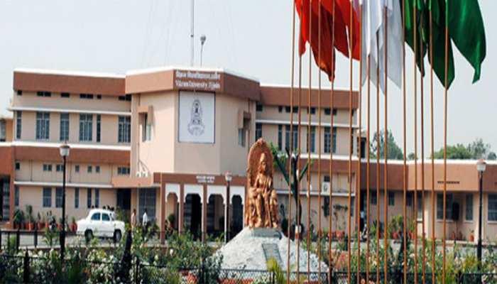 उज्जैन : विक्रम यूनिवर्सिटी के प्रोफेसर ने की भाजपा के 300 सीटें जीतने की भविष्यवाणी, निलंबित किए गए
