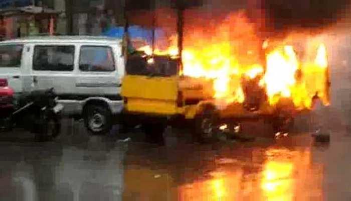 असम: डिब्रूगढ़ में मोबाइल फ़ास्ट फ़ूड वैन में लगी आग से विस्फोट