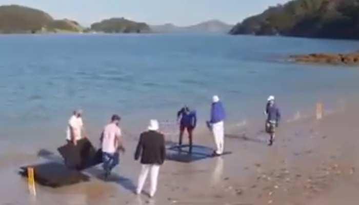 यहां समुद्र के बीचों-बीच पानी में खेला जाता है क्रिकेट, आनंद महिंद्रा ने शेयर किया हैरान कर देने वाला Video