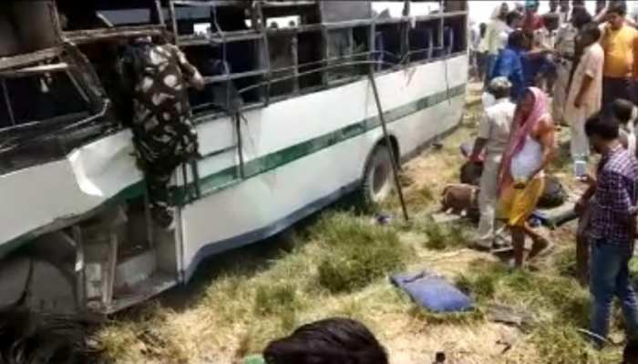 बिहारः सीवान में भीषण सड़क हादसा, यात्री बस पलटने से 7 लोगों की मौत