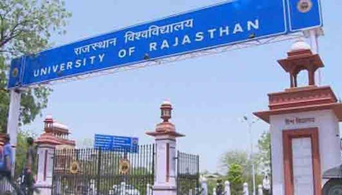 राजस्थान यूनिवर्सिटी के पत्रकारिता विभाग मामले पर छात्रों ने किया विरोध प्रदर्शन