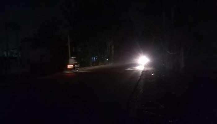 तूफान 'फोनी' के गुजर जाने के 11 दिन बाद भी अंधेरे में है यह पूरा शहर, नहीं है बिजली