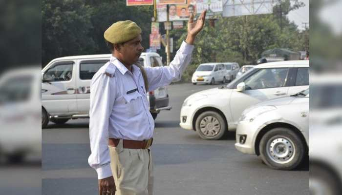 UP ट्रैफिक पुलिस को मिलेगी वुलेन कैप से निजात, जल्द ही सिर पर होगी बेंगलुरु हैट