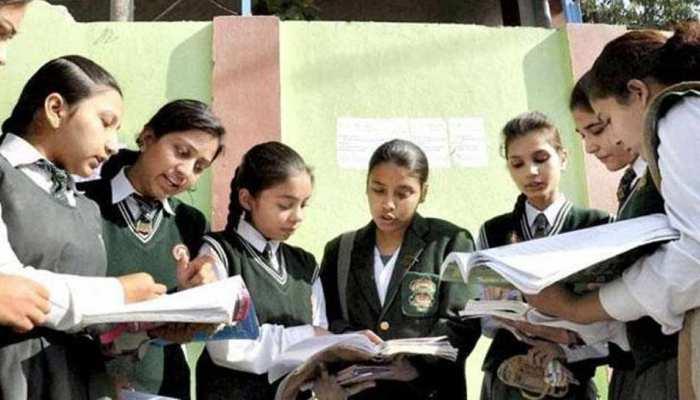 CBSE News: 10वीं के छात्रों के लिए जरूरी खबर, एग्जाम में प्रश्नों की संख्या कम कर सकता है CBSE