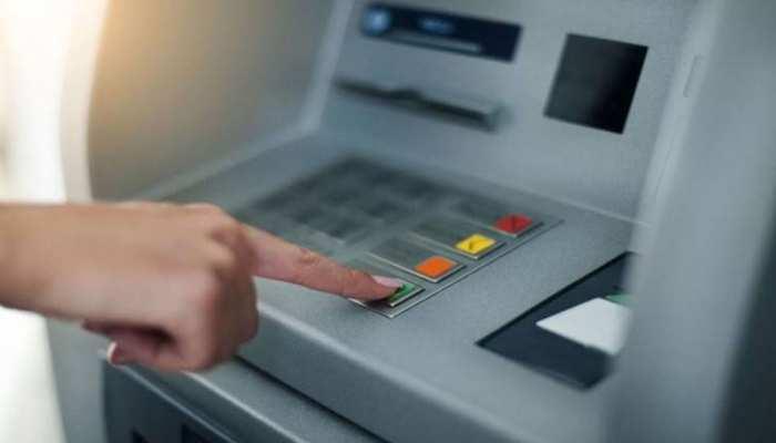 बड़ी खबर: ट्रांजेक्शन बढ़ने के बावजूद बंद हो रहे हैं ATM, क्या है इसकी वजह