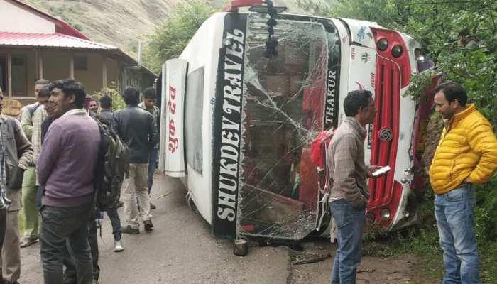 राजनाथ की रैली में जा रही थी बीजेपी कार्यकर्ताओं से भरी, रास्ते में हुई दुर्घटनाग्रस्त और...