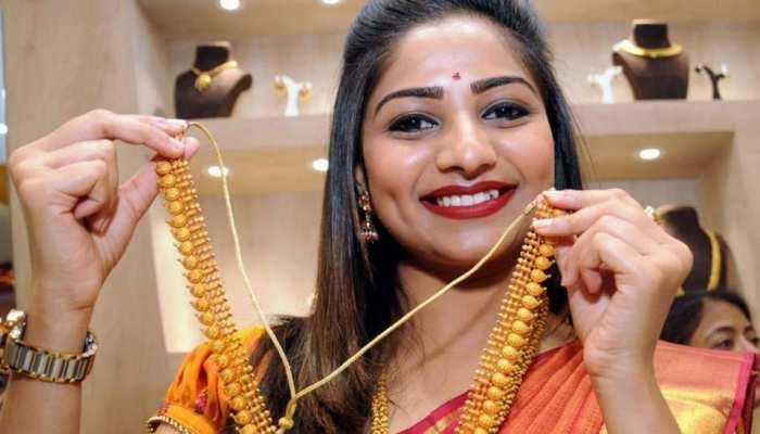दिल्ली सर्राफा बाजार में 70 रुपये महंगा हुआ सोना, चांदी भी 50 रुपये चमकी