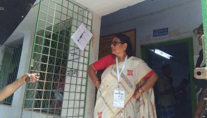 VIDEO: मतदान केंद्र पर सुरक्षाकर्मियों से भिड़ीं TMC की महिला सांसद, देखिए आगे क्या हुआ...